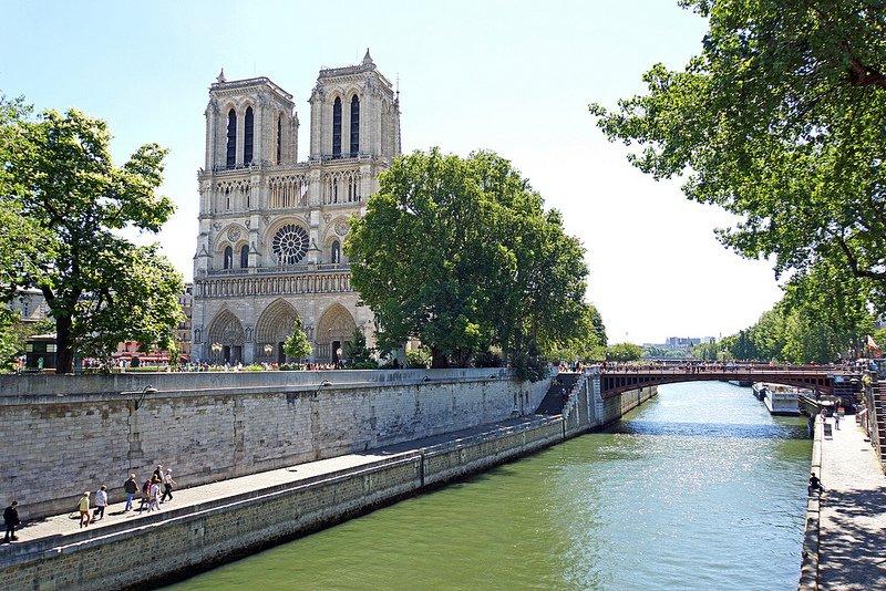 Вид на Собор Парижской Богоматери