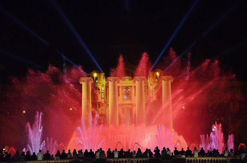 Поющие фонтаны ночью, Барселона, Испания