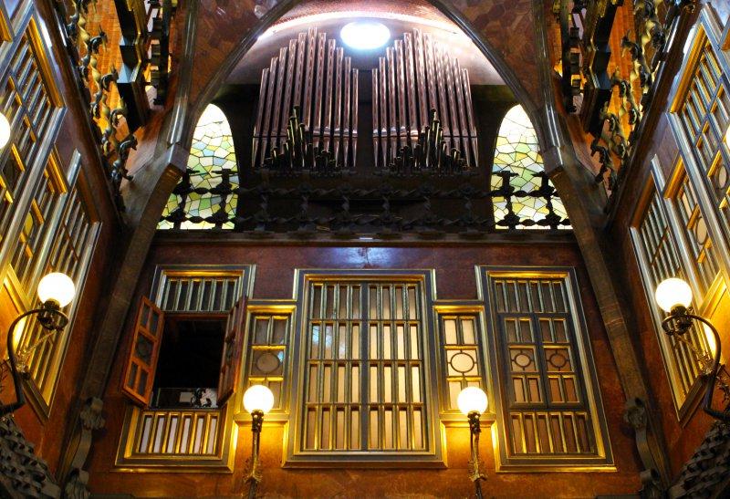 Внутри Дворца Гуэля