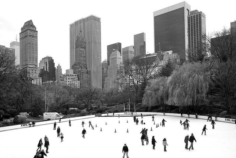 Каток в парке Нью-Йорка