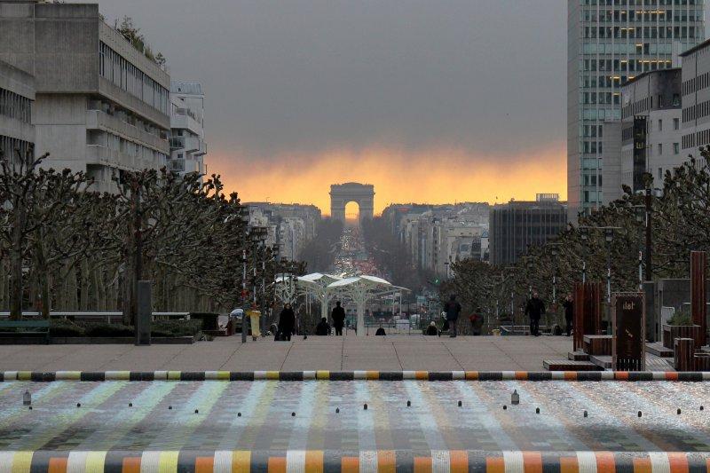 Вид на Триумфальную арку