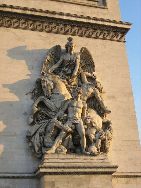 Скульптуры повествующие историю Франции