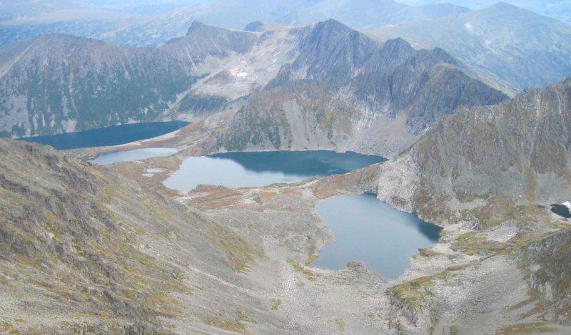 Вид с высоты на горы Южной Сибири