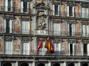 Фасад здания на центральной площади Мадрида