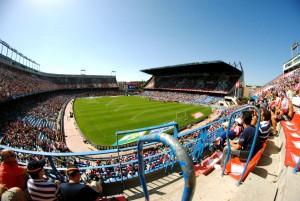 Полный стадион Висенте Кальдерон: Атлетико Мадрид против Осасуна