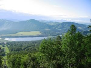Вид на озеро Манжерок с канатной дороги