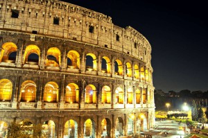 Ночная подсветка Колизея, Рим, Италия