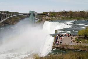 Американский водопад, смотровая башня и Радужный мост