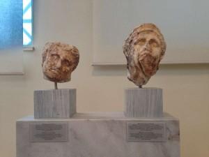 Головы скульптур, найденные в храме Афины Алеи в Тегеи
