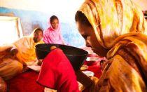 Перед свадьбой невеста народа аннанг живет месяц без одежды