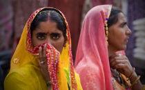 В Индии женщины не носят нижнее белье