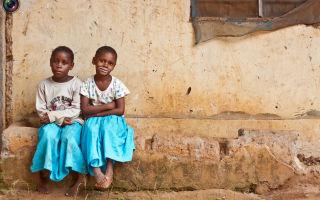 Чем приходится заниматься занбиарским девочкам, чтобы заработать