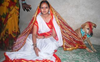 Почему индианок выдают замуж за собак