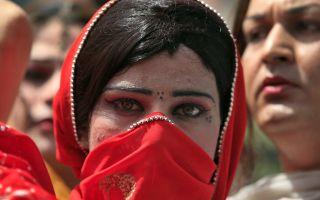 6 жутких традиций народов, которые калечат женщин