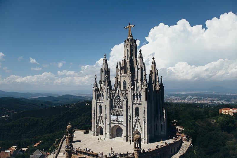 Католический храм на горе Тибидабо