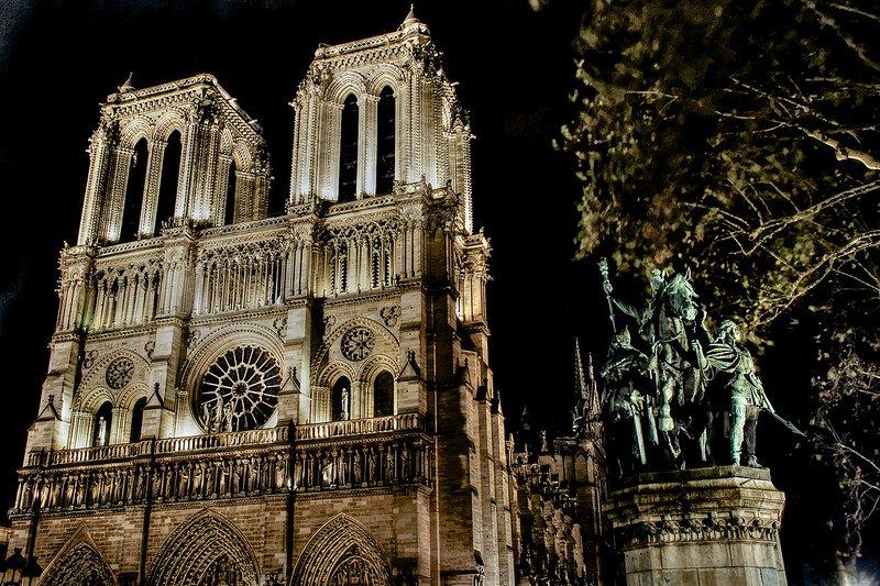 Вид на собор ночью