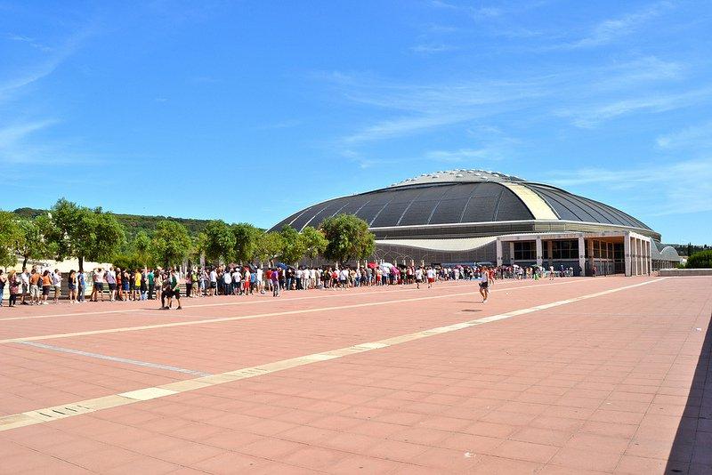 Площадь перед Олимпийским стадионом