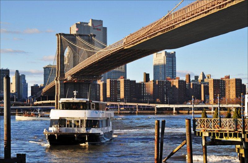 Ист-Ривер Ферри, Бруклинский мост