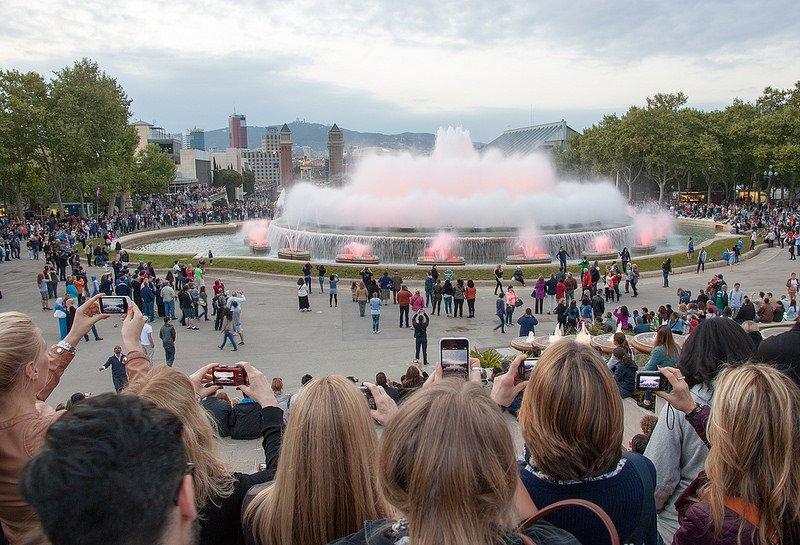 Вид на Поющий фонтан Монжуика