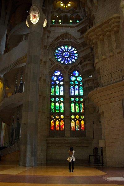 Окна внутри храма