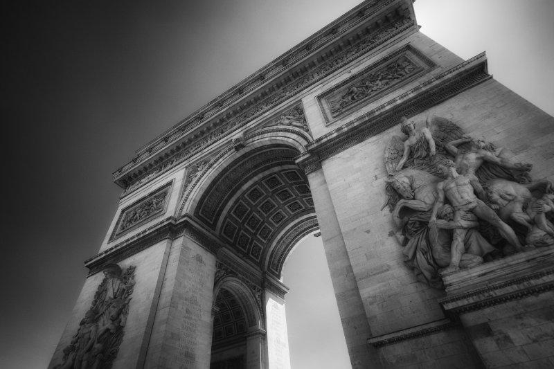 Знаменитая арка в Париже