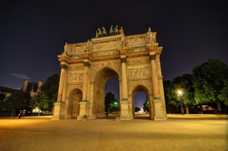 Триумфальная арка вечером