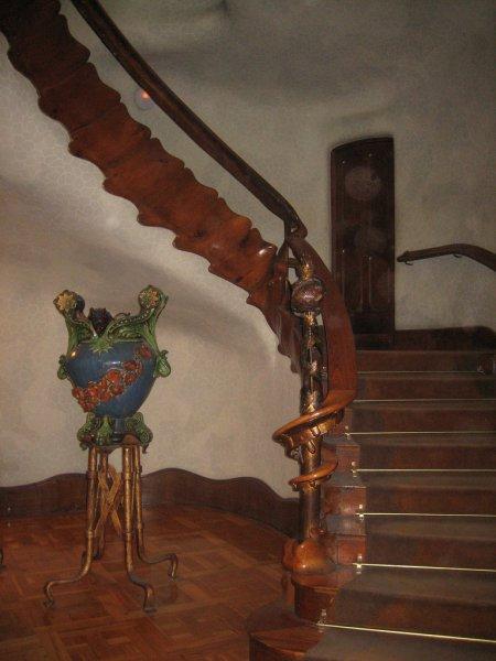 Лестница внутри дома