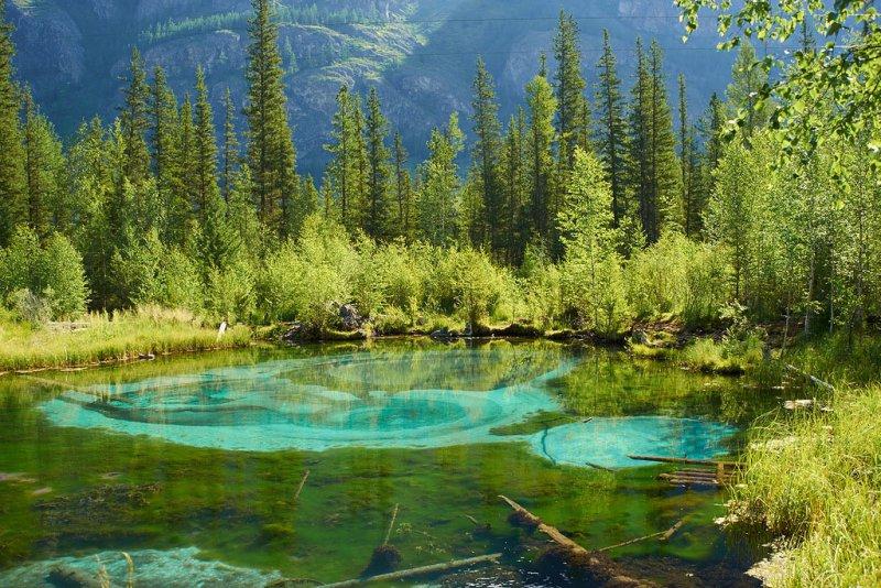 Гейзерное (голубое) озеро у села Акташ