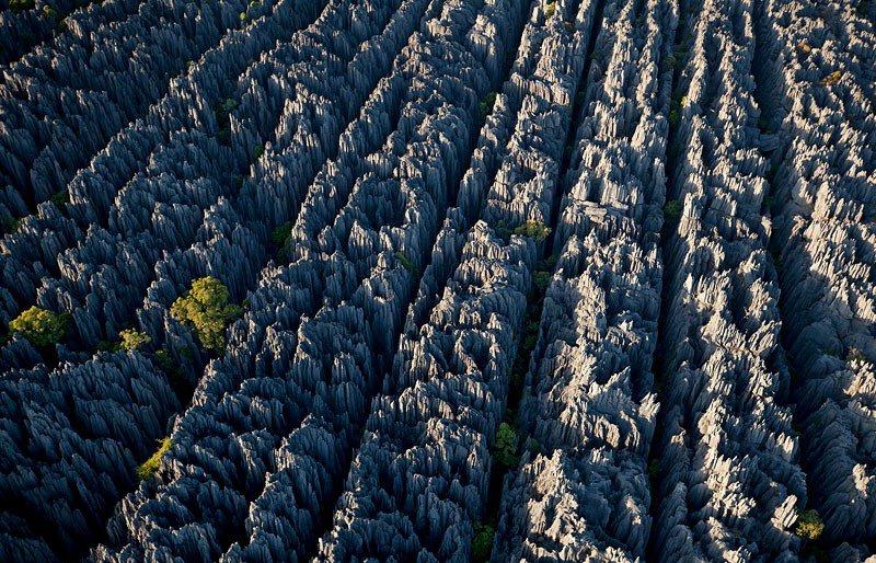 Вид с верху на каменный лес на Мадагаскаре - фото 11