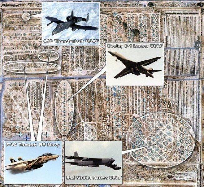 Расположение моделей самолетов на кладбище в пустыне Мохаве, США