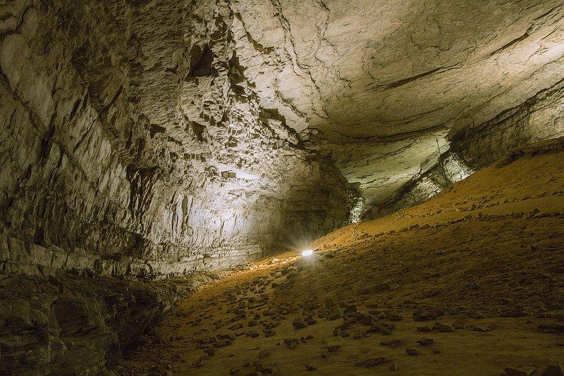 Проход внутри пещеры