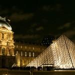 Ночные огни пирамиды Лувра