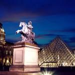 Памятник перед Лувром