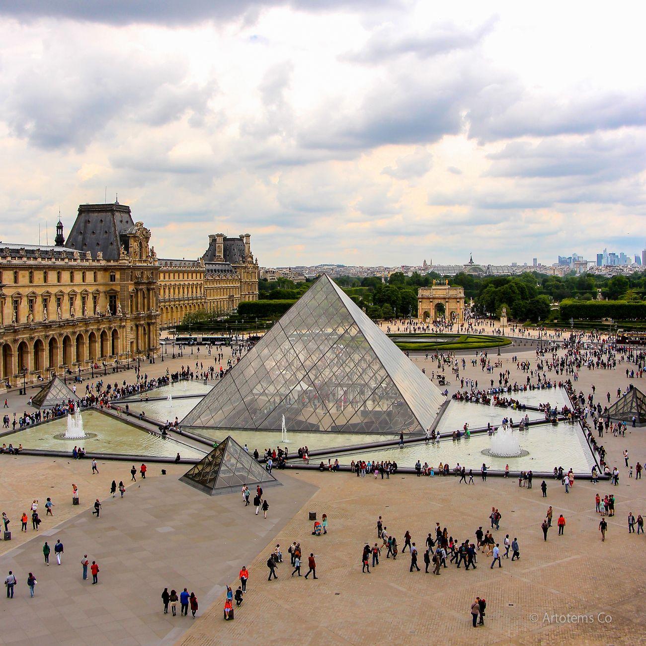 Площадь перед Лувром
