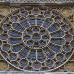 Красивое окно в соборе