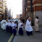 Проведение службы католическими священниками