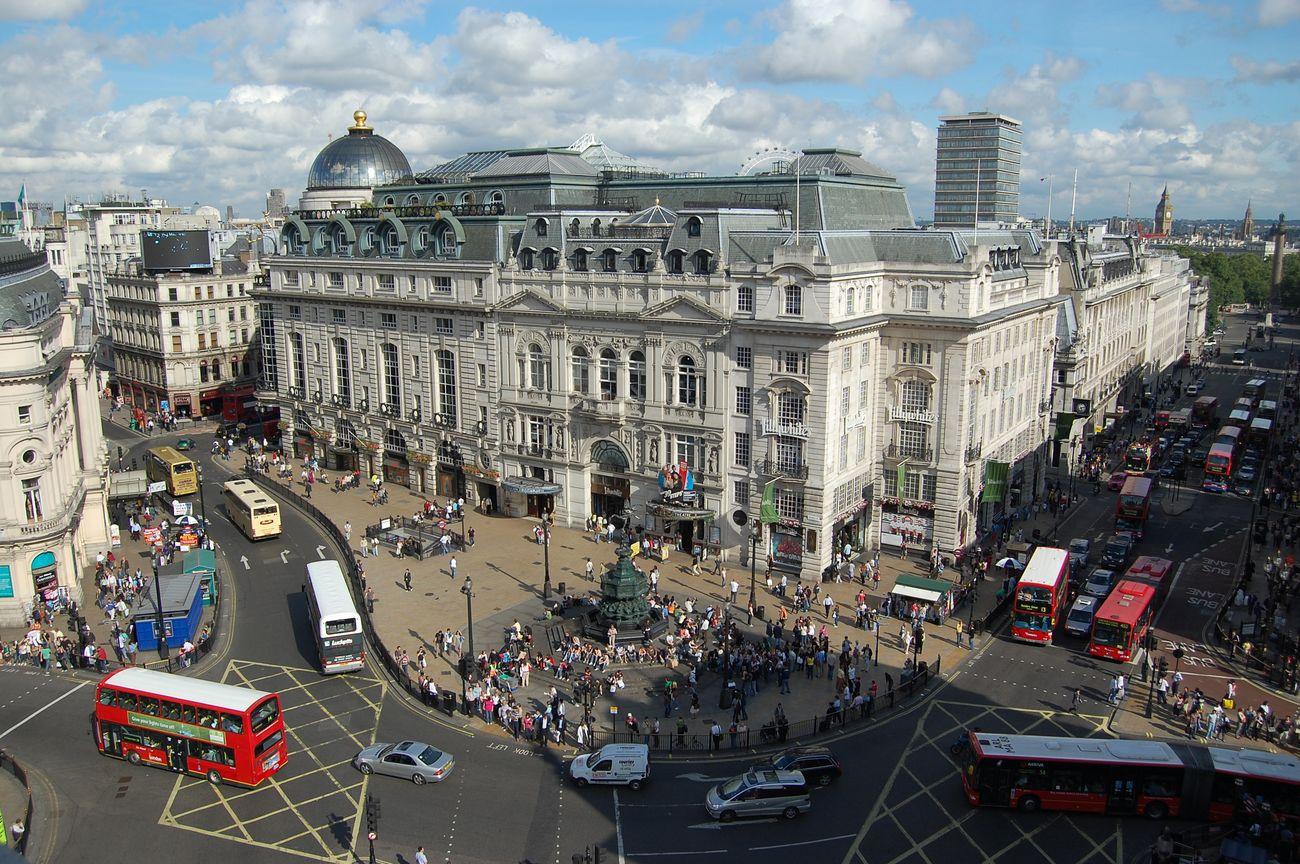 Знаменитая лондонская площадь Пикадилли