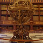 Армиллярная сфера внутри дворца