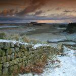 Вид на защитную стену зимой