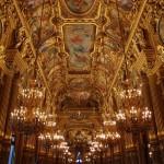 Удивительно богатое оформление интерьера оперы