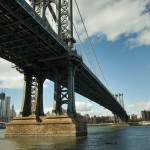 Вид снизу на Манхэттенский мост