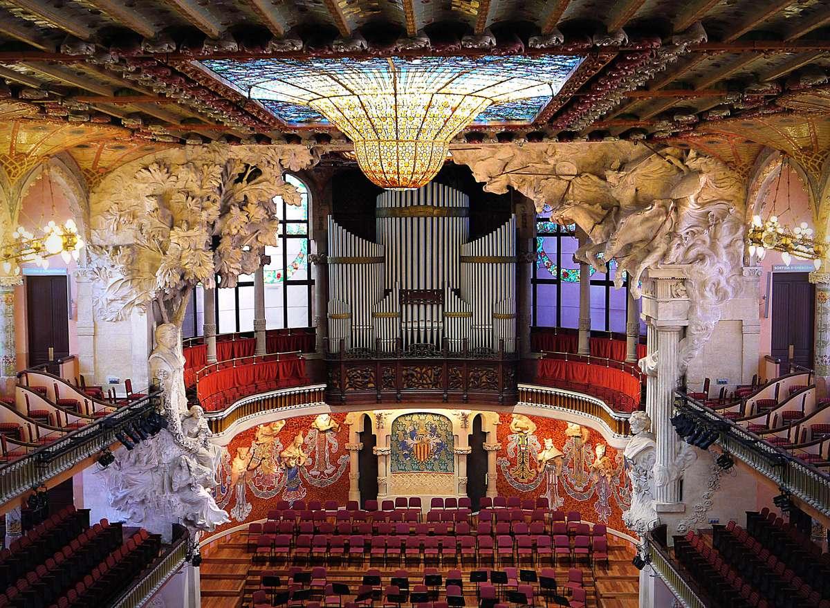 Концертный зал дома музыки в Барселоне