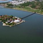 Остров Эллис Айленд с вертолета