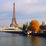 Вид на Эйфелеву башню с реки Сена