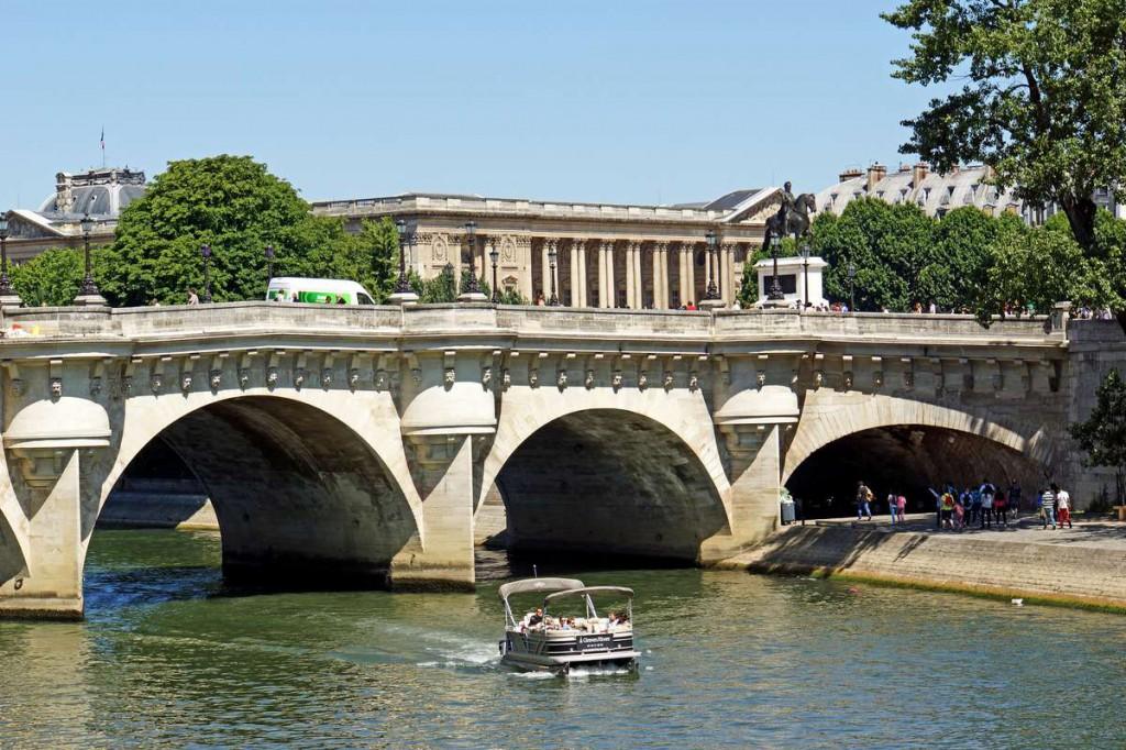 Новый мост реки Сена, Париж