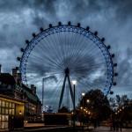 Вид на колесо обозрения в Лондоне