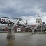 Вид на пешеходный мост Тысячелетия