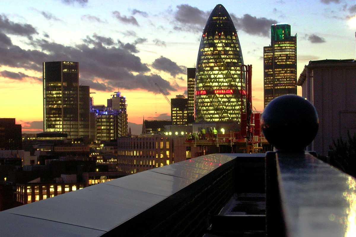 Вид на Лондон с крыши здания