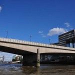 На лодке по Темзе под Лондонским мостом
