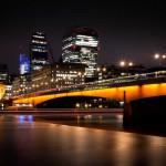 Вид на Лондонский мост ночью
